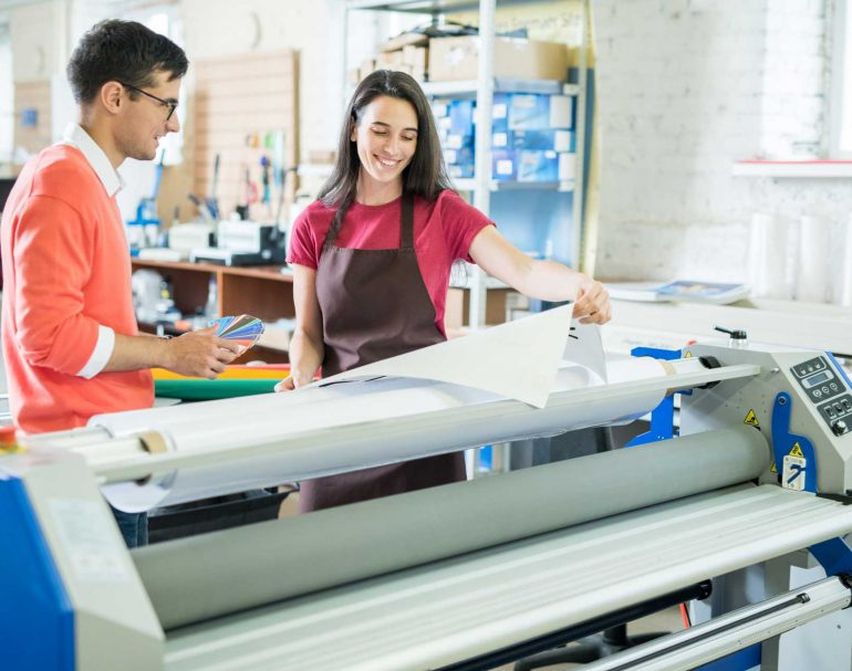 picking-out-color-for-printing-6THM4LF-1.jpg